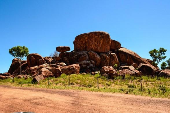 Devils Marbles, Strange Boulders